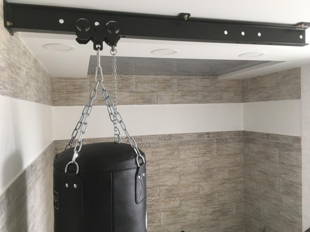 Конструкция с подвижными креплениями для мешков
